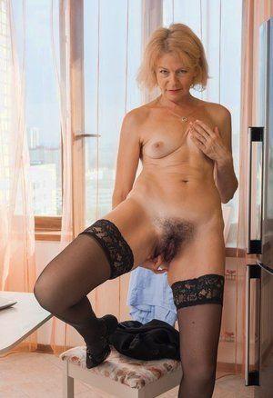 Movies free mature pussy Moms Porn