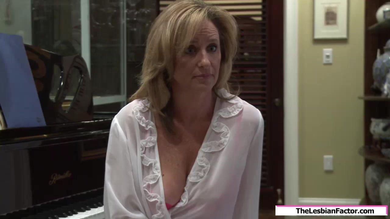 Free mom fucks her stepdaughter porno