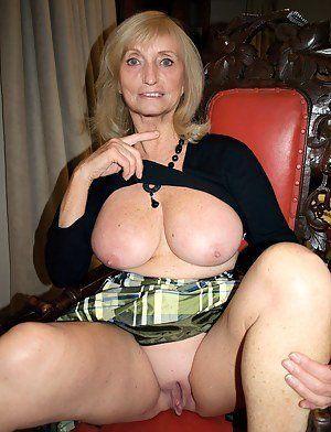 Mom hot naked Nude Mom