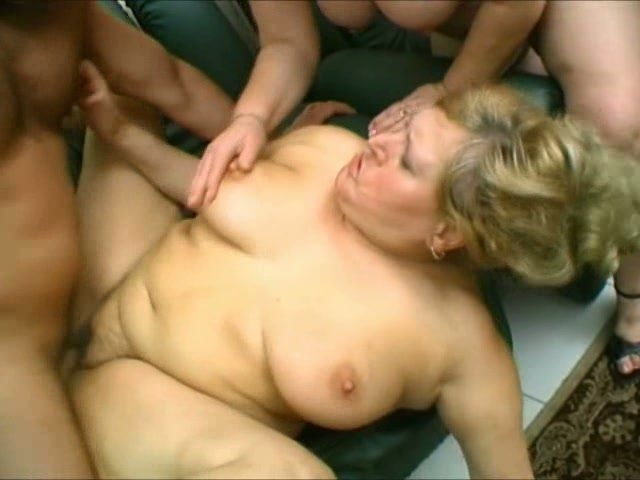 Mature woman gets hard fuck