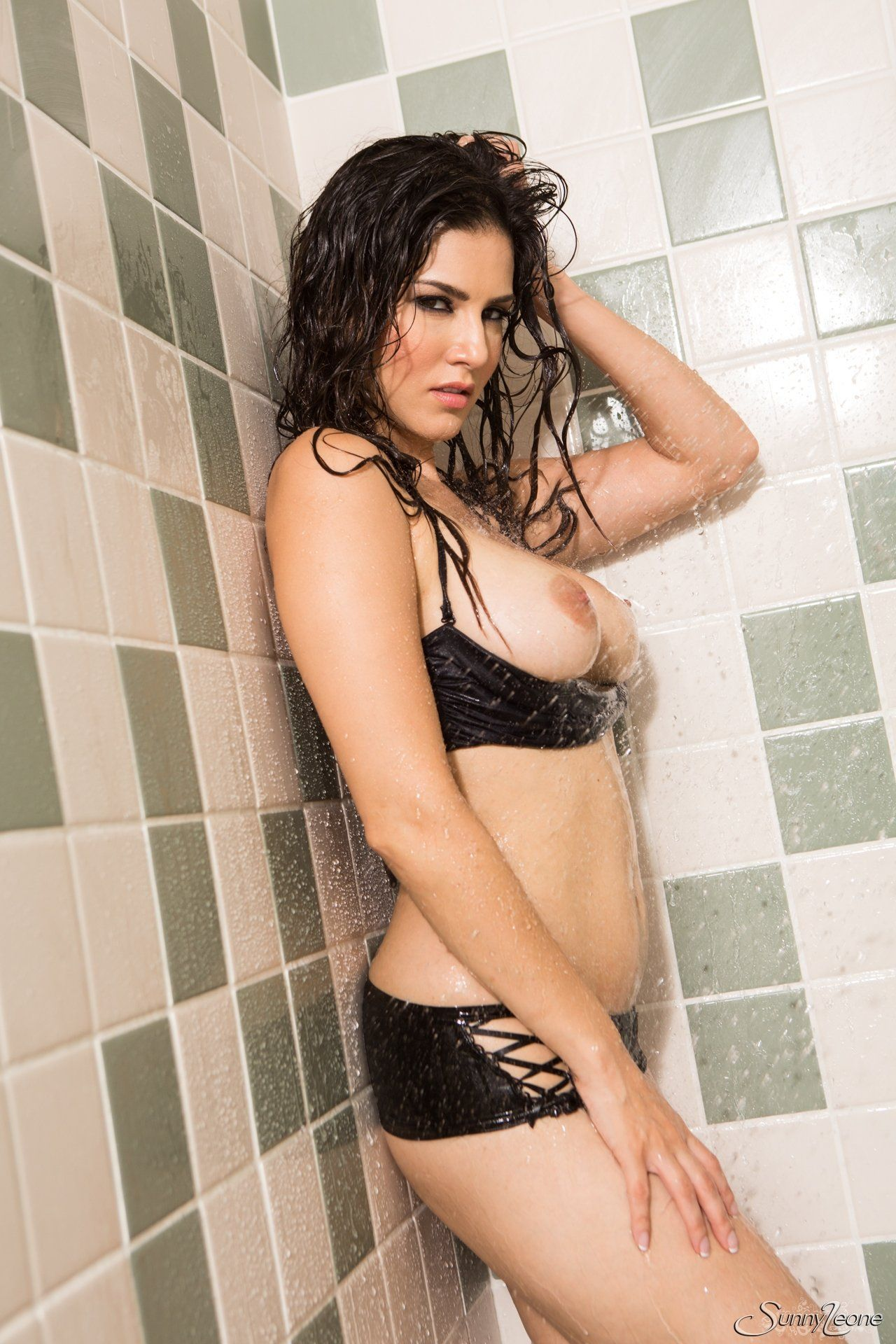 best of In Nude sunny bath leone