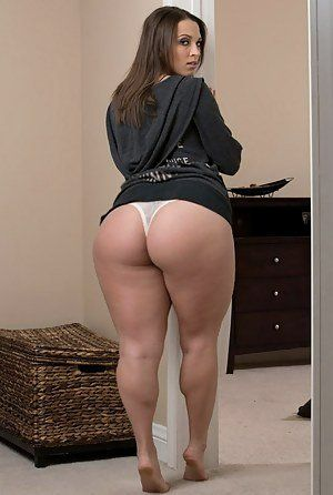 Nude Woman With Large Ass Having Sex