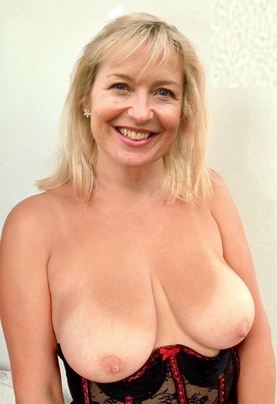 Carol Vorderman  nackt