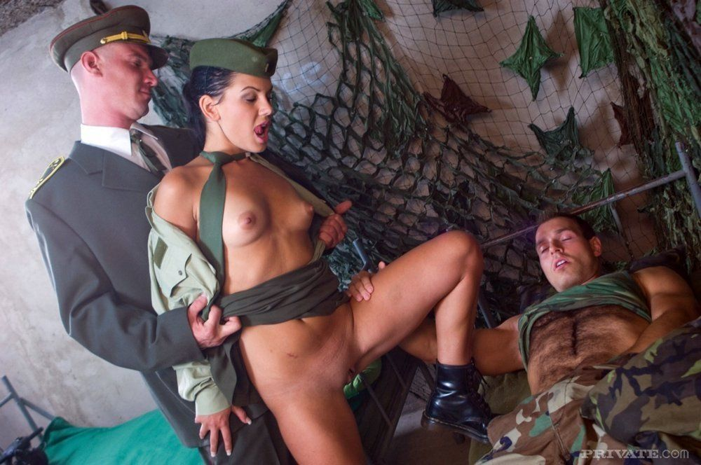 Naked sex picture army
