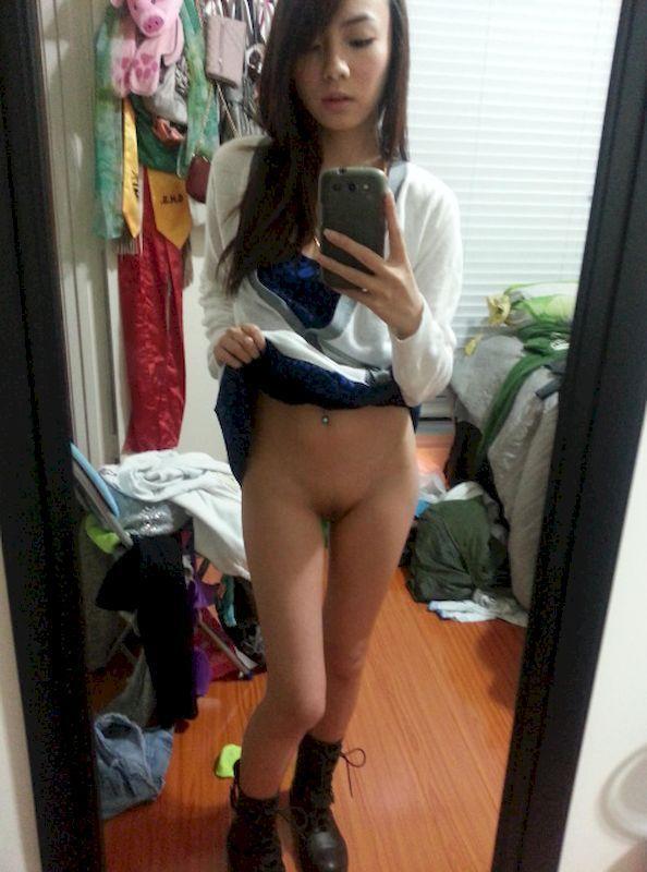 Naked selfie girls