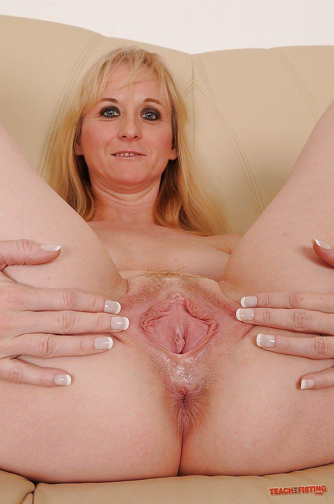 Woman with big cunts fisting